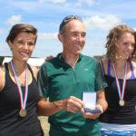 6_Aviron-2015_Pauline-Annaëlle-et-leur-entraineur-Jacques